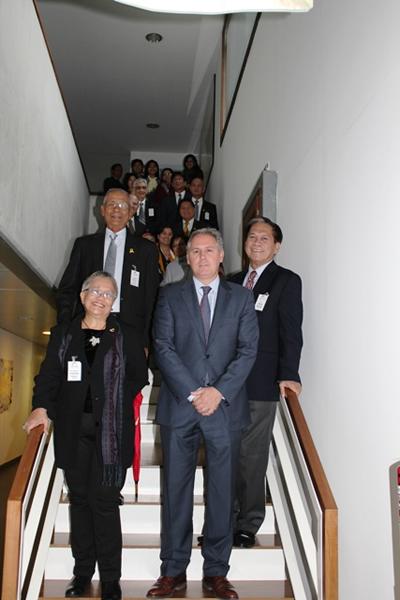 La ministra delegada presidencial para el proceso de paz, Teresita Quintos-Deles, ha encabezado la visita de una delegación institucional filipina formada por 25 personas.