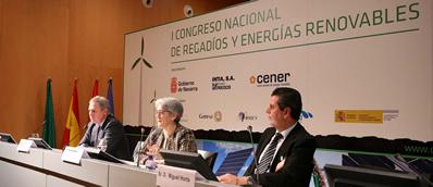 Acto de clausura. De izquierda a derecha José Javier Armendáriz Director General de CENER, Lourdes Goicoechea consejera de Desarrollo Rural, Industria, Empleo y Medio Ambiente del Gobierno de Navarra y Miguel Horta