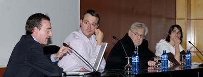 Foto: de izq. a dcha. Carlos Castrejana, de BIOTERNA; David Sánchez, del Departamento de Biomasa de CENER Rafael Muguerza, Director del Servicio de Innovación del Gobierno de Navarra y Elena Baeza, del Departamento de Desarrollo Rural y Medio Ambiente