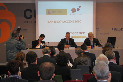 Foto de izda a dcha: Margarita Segarra, José Javier Armendáriz y Rafael Muguerza