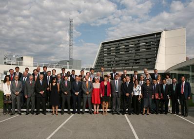 Una treintena de embajadores visitan las instalaciones de CENER