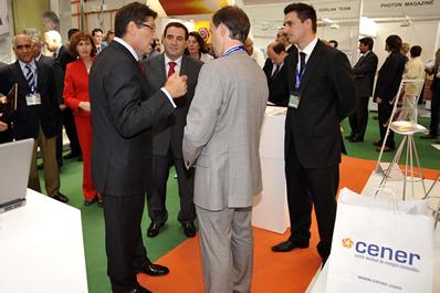 El Consejero de Industria de Aragón visita el stand de Cener en Power Expo