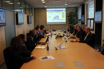 Representantes del Banco de Desarrollo de Sudáfrica se reúnen en CENER
