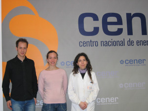 Visita de técnicos del centro tecnológico de Pau (Francia). En la foto, Camille GALIBARDY y Vincent Nordman acompañados por Irantzu Alegría, de CENER.