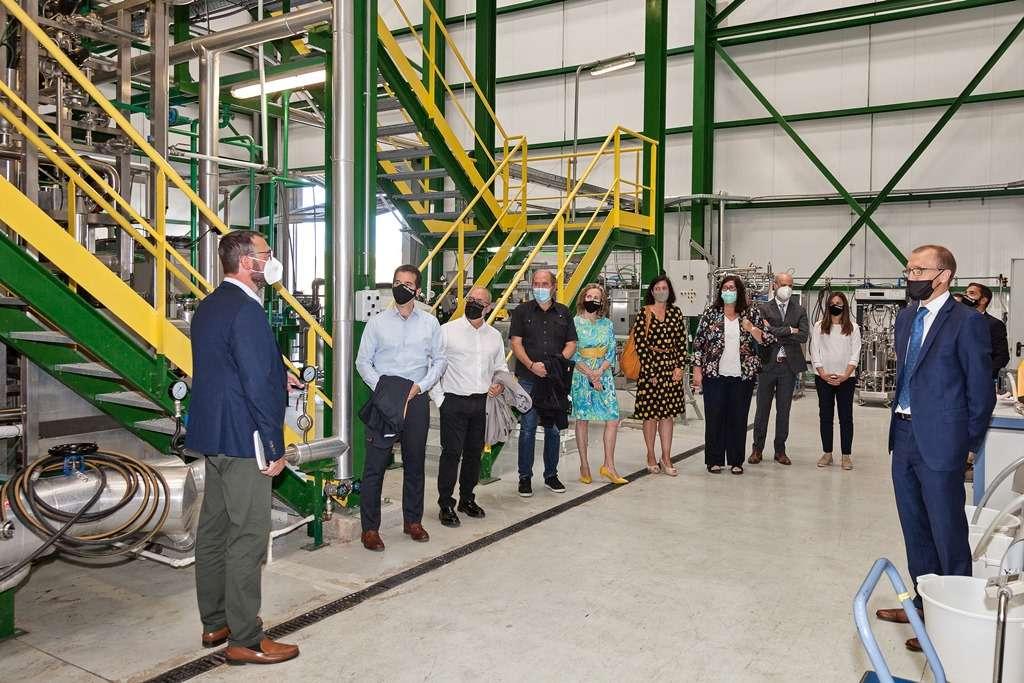Los consejeros Irujo y Cigudosa presentan el Laboratorio de Biocombustibles Avanzados de CENER
